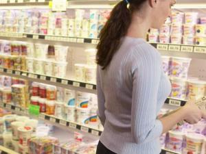 """Половина молочной продукции в магазинах не соответствует нормативам качества - """"Здравком"""""""