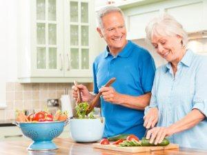Питание для пожилых людей без зубов.